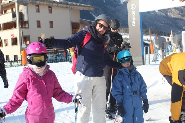 Le matin papa et maman allaient skier tous les 2 et l'après midi on skiait en famille !
