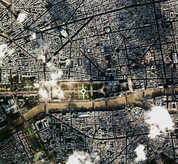 L'ANKH DE PARIS, UN AN PILE AVANT LE 21/12/2012...