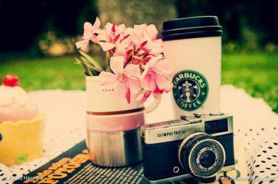 Une photo, une fleur, un café, du bon temps