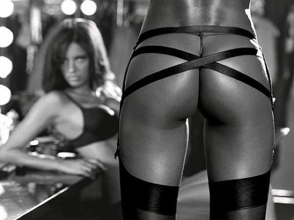 Adriana Lima & heuuu... une paire de fesse !