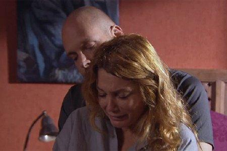 Marc exige qu'Héléna parte en cavale avec lui