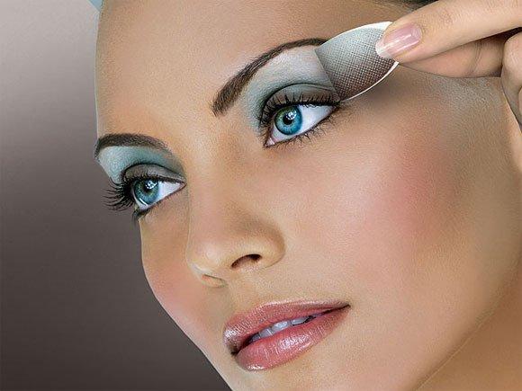 maquillage pour les yeux bleus conseil de beaut e. Black Bedroom Furniture Sets. Home Design Ideas