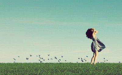 Dis moi que tu l'aimes comme jamais tu as aimé ; Dis-moi que c'est la femme de ta vie et que vous deux c'est pour l'éternité ; Dis moi que je n'étais absolument rien pour toi ;  Dis moi que je n'étais qu'une passe, une simple fille dans ta vie ; Dis moi que tout ce qu'on s'est confié ça ne valais rien à tes yeux ; Dis moi que tout ce qu'on a vécu c'était rien du tout ; Dis moi que tu m'as oublié, ou que tu ne m'as tout simplement jamais aimé.. Dis le, et enfin je metterai tous mes efforts pour passer à autre chose et tenter de t'oublier pour de bon.. Sans ça, moi je garde espoir et malgré tout, je t'aimerai encore.