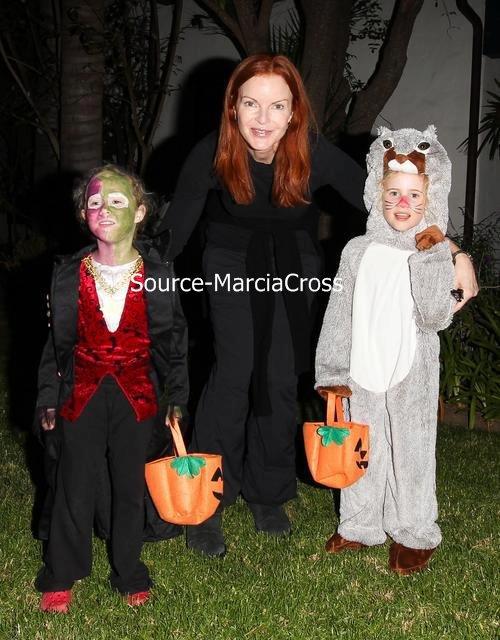 Marcia et ses filles pour Halloween