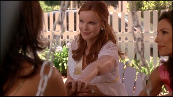 . Desperate Housewives: Zoom sur le look de Marcia dans le 01x04