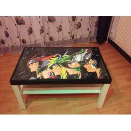 Une table basse Saint Seiya ça existe XD