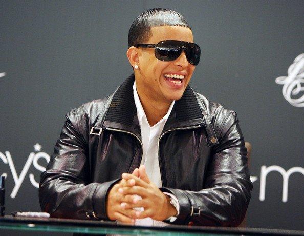 Mundiaal / Daddy Yankee - La Senal (www.B (2011)