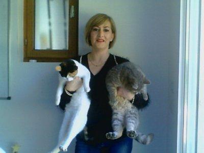 Moi et mes 2 enfants chats