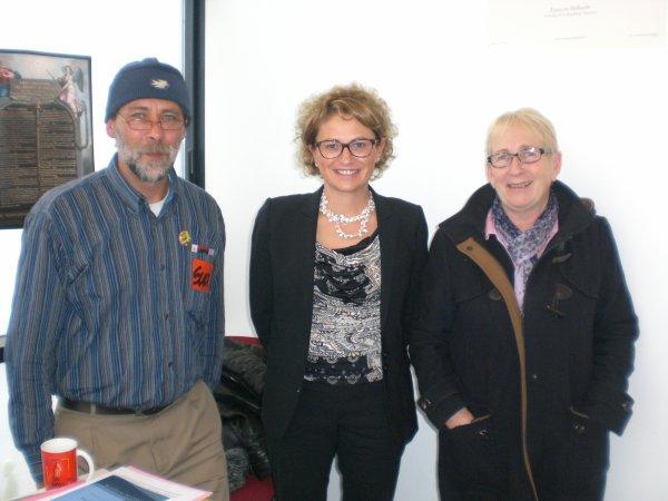 Reclassés PTT : Catherine TROALLIC (Députée PS 76) reçoit Vincent Nouvel (SUDPTT) et Isabelle Dève (SUDPTT) le 16 octobre 2015 en sa permanence de Le Havre - Echange autour d'une sortie de Dossier et d'une intervention de l'Etat