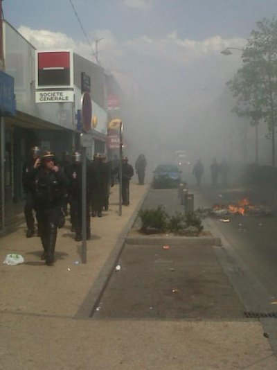 Emeutes après des interpellations de Kurdes en banlieue parisienne