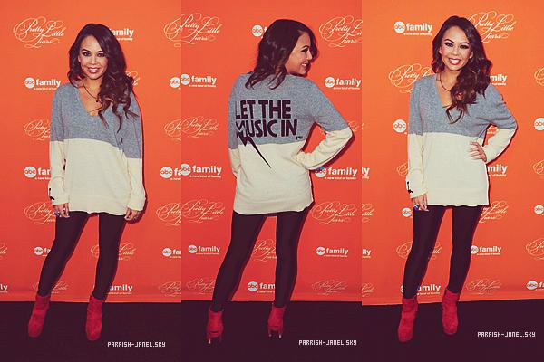 . 16 OCTOBRE 2012 : Janel et une partie du cast de PLL se sont rendus hier à un screening de l'épisode d'Halloween.