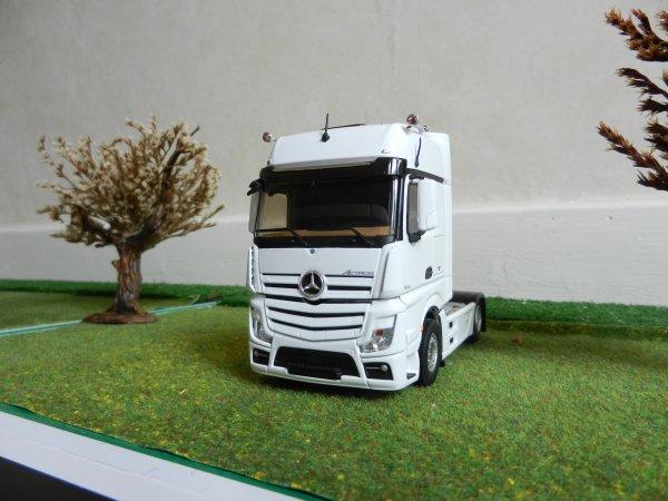 2 nouveau mercedes actros mp4 gigaspace mes camions 1 43 eme. Black Bedroom Furniture Sets. Home Design Ideas