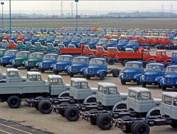 renault trucks 100 ans de pr sence lyon mes camions 1 43 eme. Black Bedroom Furniture Sets. Home Design Ideas