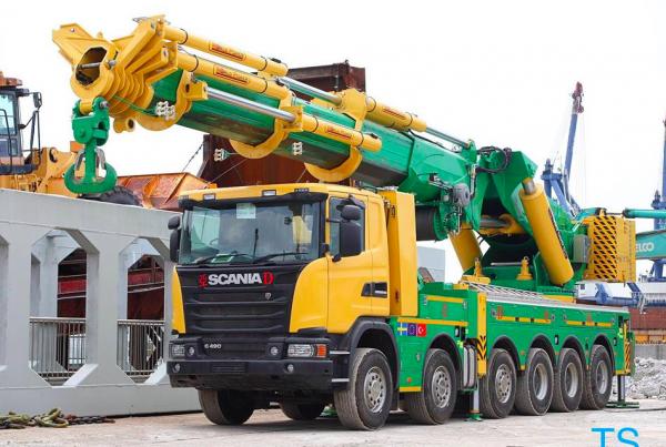 Un porteur Scania avec de sacrés vérins