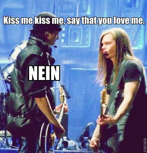 """Embrasse moi, dis moi que tu m'aimes"""