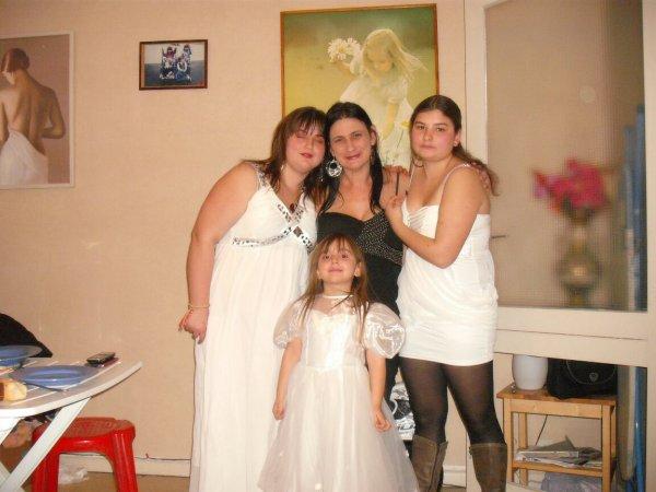 moi ma mere et mes deux soeurs