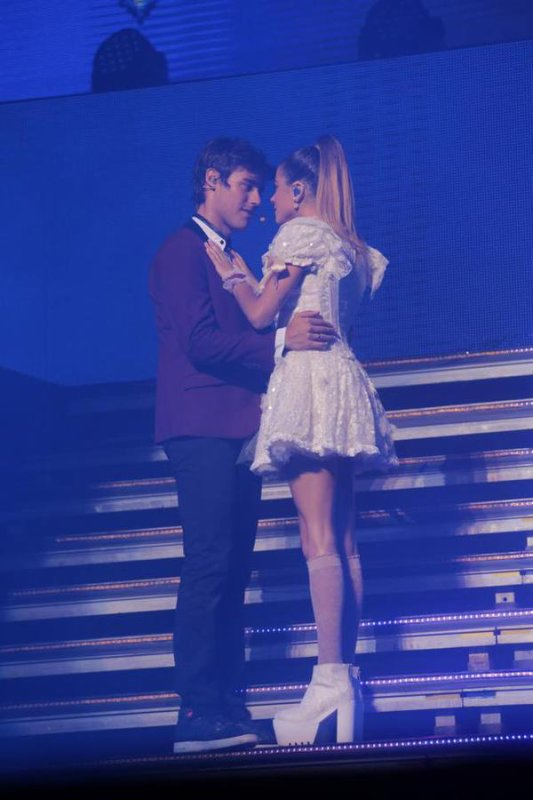 news violetta live + photos du backstage de violetta 3