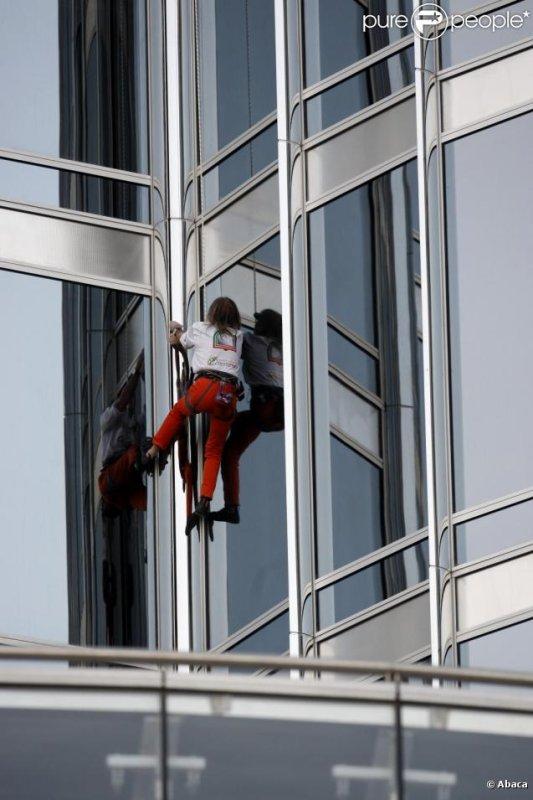 """Le """"spiderman français"""" à l'assaut de la plus haute tour du monde"""