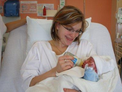 bonne anniversaire mon ange deja deux ans de bonheur a tes coter maman qui t'aime très très fort
