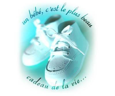 une perai de chaussure de bebe