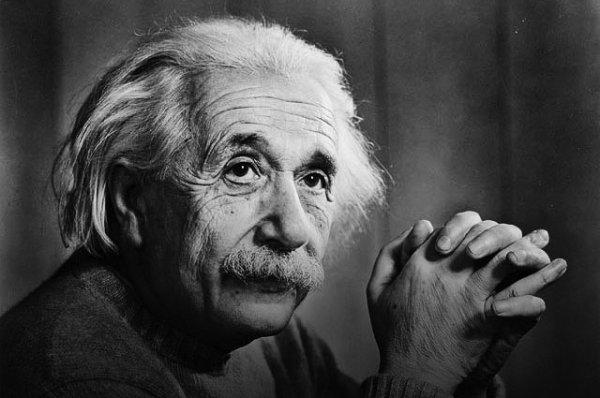 """Citation du jour  :   """"L'imagination est plus importante que le savoir."""""""