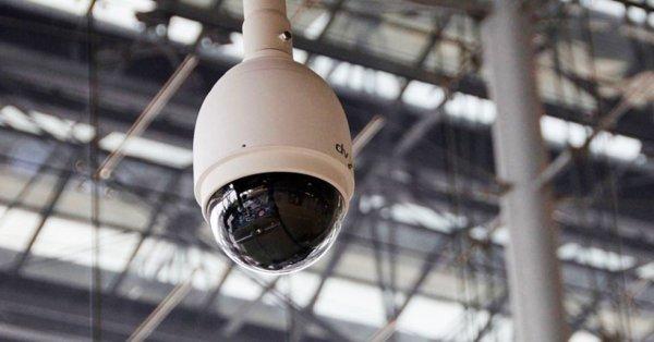 Attention :  Au Royaume-Uni, une loi de  surveillance  aussi  extrême  qu'effrayante  vient d'être votée