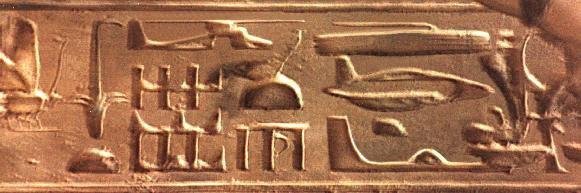 Archeologie  :    Des mystérieux hiéroglyphes égyptiens  semblent montrer un avion et un  hélicoptère