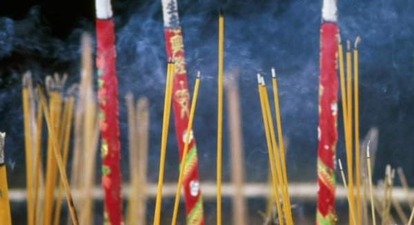 La fumée de l'encens  serait plus nocive que celle  de la cigarette