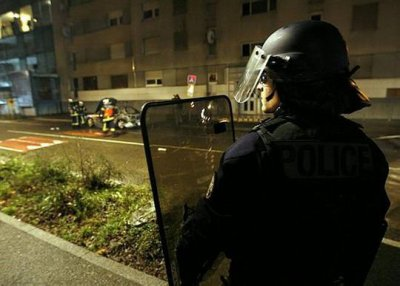 Strasbourg Suites de la Saint-Sylvestre Violences urbaines : 26 gardes à vue, un chauffard a foncé sur les policiers à Hautepierre