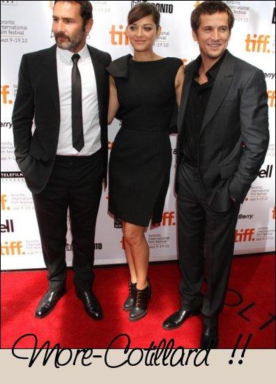 """. Marion s'est rendue au festival du film de Torronto avec Guillaume Canet et Gilles Lellouche pour présenter leur nouveau film """"Les petits Mouchoirs"""" le 11 et 12 septembre ."""