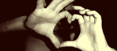 ...... L'amour c'est quand tu retombes tous les jours, ....................  amoureux de la même personne.