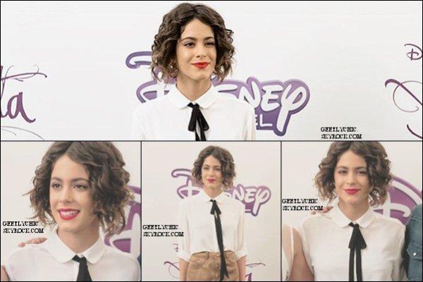 04/09/15: Martina été en conférence de presse en Colonia . Je lui accorde un gros TOP , elle est juste sublime . Et toi BOF , FLOP ou TOP?