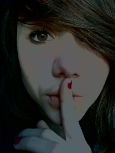 Je te demande juste de me suivre et en silence.