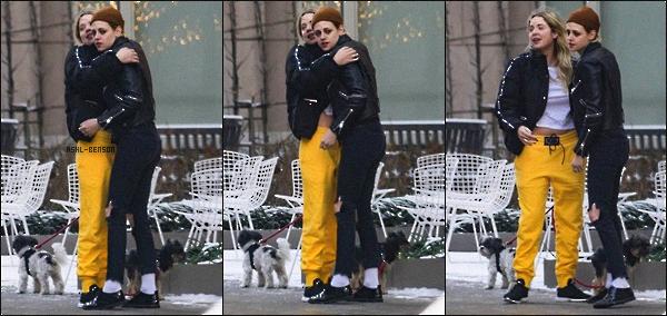. 14/12/2017 - Ashley et Kristen Stewart on été vue ensemble dans les rues de New-York. Seulement 3 photos sont dispo...  Le 13 décembre, Ashley était présente à la soirée «Provocative Beauty Opening Night Exhibition» de Anton Yelkin, dans la galerie Buck à NY. Un top ! .