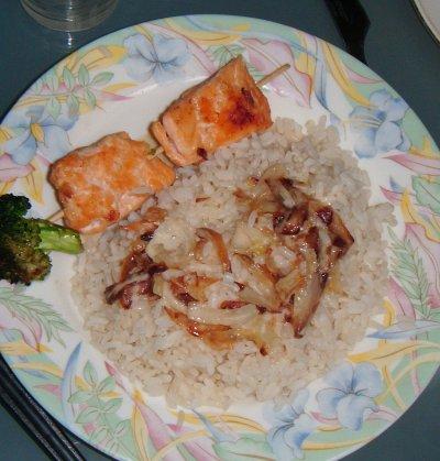 Brochete de saumon aux legumes et riz a l'oignon