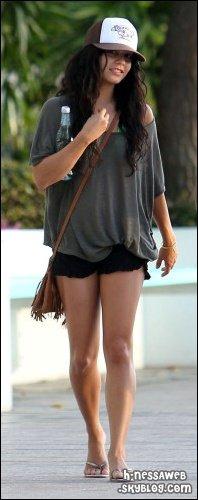 .  16 Octobre : . Vanessa et Stella se promène à Hawaii. Elles sont ensuite allez se reposer au soleil. TOP ou FLOP ? .