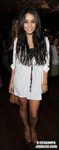 .  16 Octobre : . Vanessa était à The Morimoto Dinner pour l'ouverture de The Waikiki EDTION à Hawaii. Vanessa se fait beaucoup voir en ce moment. Je trouve qu'elle est super jolie dans cette robe. TOP ou FLOP ? .