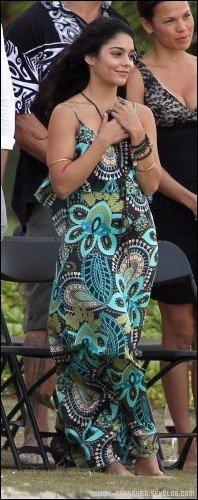 .  6 Novembre : . Vanessa assiste à un mariage à Hawaii. Vanessa a l'air tres emue, elle était en compagnie de ses co-stars. TOP ou FLOP ? .