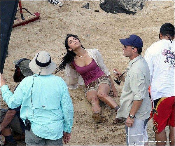 .  9 Novembre : . Vanessa au tournage de The Mysterious Island Vanessa est très souriante. TOP ou FLOP ? .