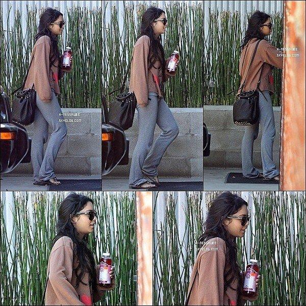 .  14 Novembre : . Vanessa se rendant à un studio dans Studio City. Vanessa est rentré à Los Angeles pour fêter l'anniversaire de sa soeur Stella. TOP ou FLOP ? .