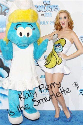 Zoom sur la tenue de Katy Perry à l'avant première de 'The Smurfs 3D'.