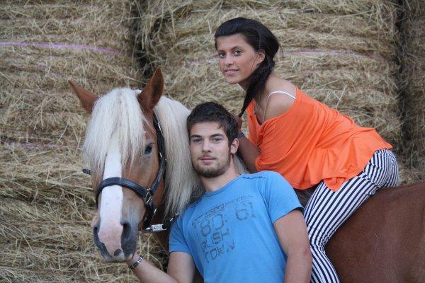 Umprevu Nils et sa cavalière.