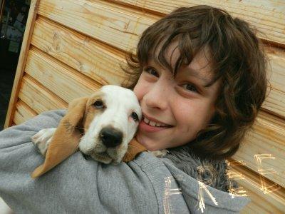 Leo a eu un basset hound comme vous le savez (le 07.10.11) Elle s'appelle Gladys.