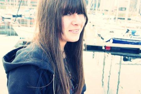 ☆ Mathilde ; Dunkerque ( 59 ) ; Punk - Reggae - Pop Rock - Punk Rock ; Guitare Basse et Skate ... ☠