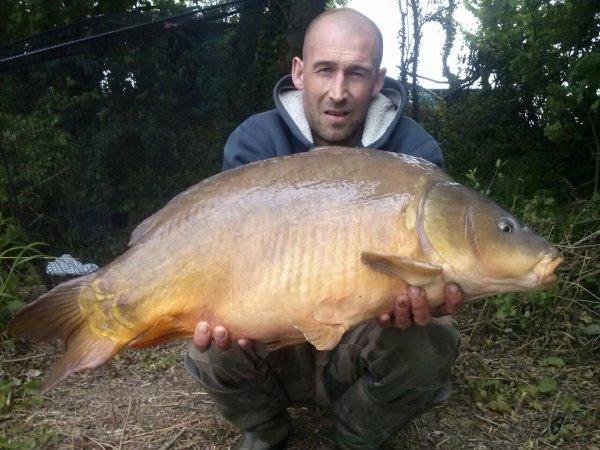 Deux beaux poisson une commune de 9kg340 et une miroir de11 kg