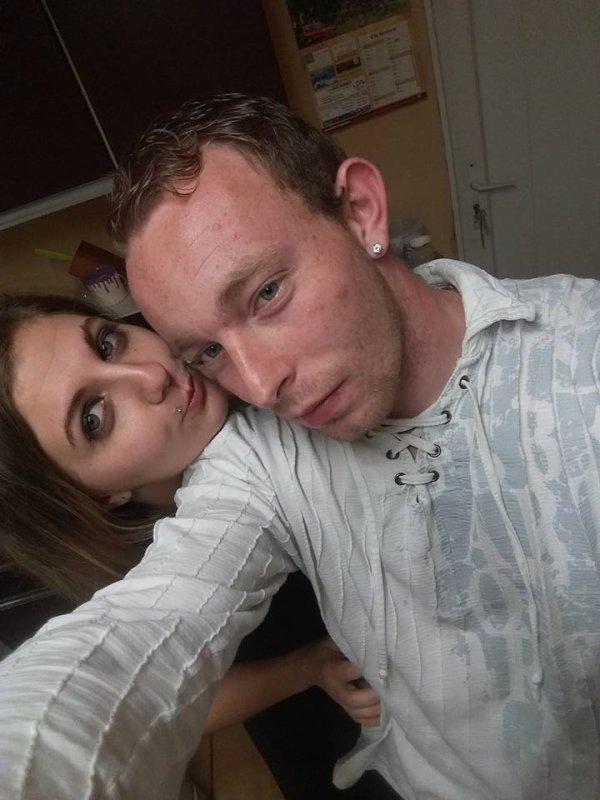 Mon homme et moi un mois de plus a tes cotes mon amour <3 LOVE <3
