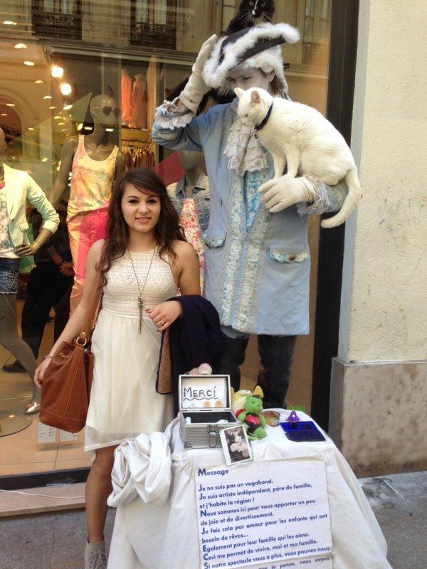 """Chanter dans les rues de Marseille en la très bonne  compagnie d'un """"maître chat"""""""