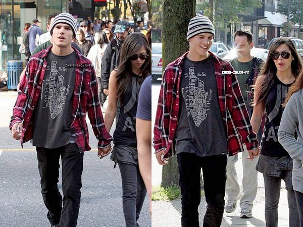 Le 9 Octobre Chris et Gigi Alonso (Femme Fatale) ont été photographié se promenant main dans la main dans les rues de Vancouver ! Notre Chris n'est plus célibataire, il va falloir s'y faire !