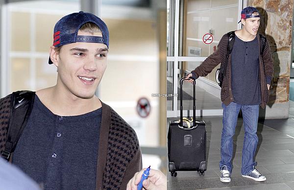 Le 23 Novembre Dernier, notre Chris fatigué est arrivé à l'aéroport YVR de Vancouver afin de prendre un vol direction Los Angeles, pour passer ses vacances de Thanksgiving avec sa famille.