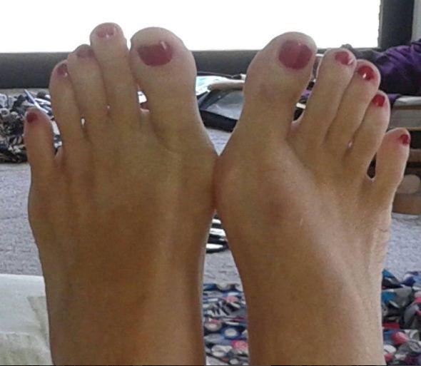 Voilà une photos de mes pieds, Pour tous mes esclaves ♥